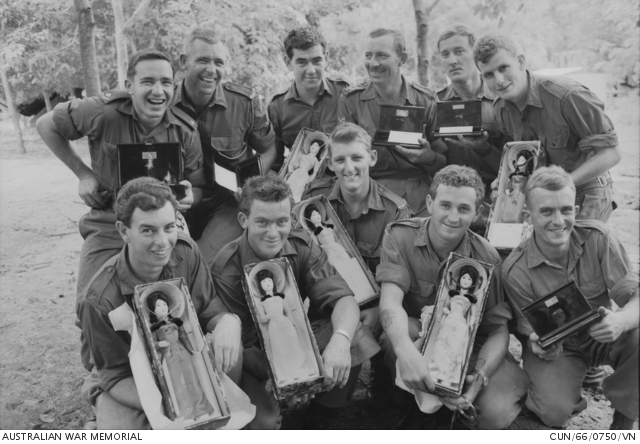 6RAR receive gifts from South Vietnamese Government